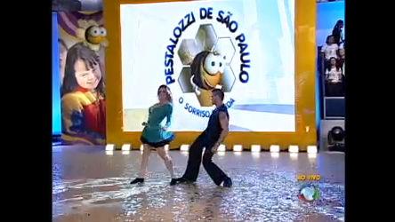 Sheila Mello dança no palco - Entretenimento - R7 Hoje em Dia