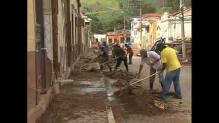 Moradores de São Luiz do Paraitinga começam a limpar a cidade ...