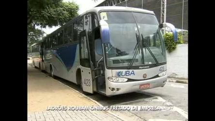 Ladrões roubam ônibus fretado em Barueri - Notícias - R7 SP no Ar