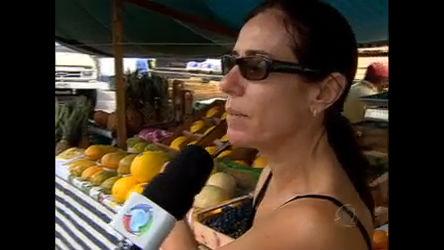 Fortes chuvas fazem aumentar o preço das frutas e verduras ...