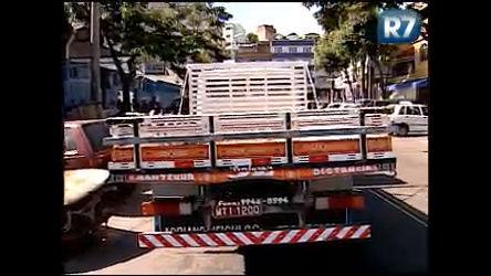 Ladrões roubam caminhão e pedem resgate pelo veículo em ...
