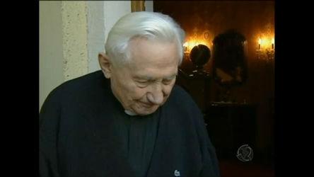 Irmão do Papa Bento XVI admite ter batido em crianças - Notícias ...