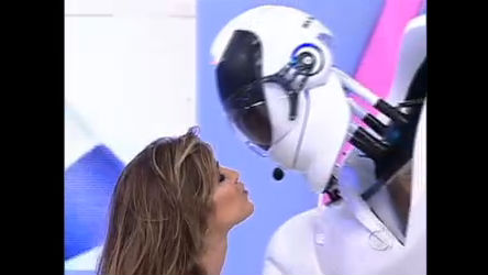 Dani Souza dança e dá selinho no robozão do Tudo é Possível ...