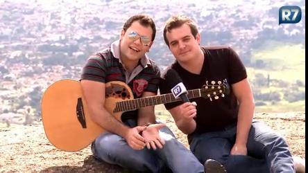 Marcos & Belutti voam de paraglider - Pop - R7 Música