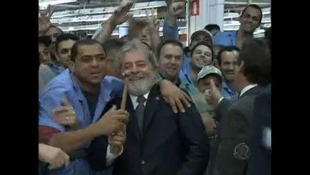 Em visita a uma montadora de carros no ABC Paulista, Lula ...