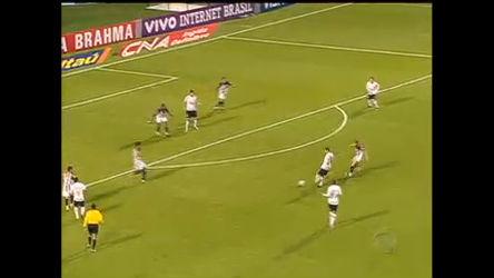 Corinthians vence e continua líder do Brasileirão - Notícias - R7 ...