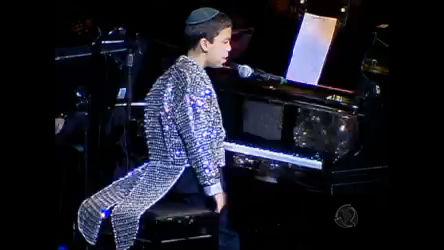 Conheça o americano que aprendeu a tocar piano sozinho, aos três ...