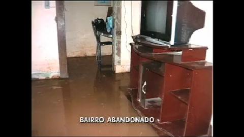 Moradores de Queimados (RJ) perdem móveis e carros durante ...