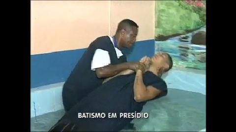 Batismo em presídio do Rio emociona quem errou no passado - Rio ...