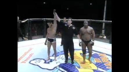 Veja a luta entre Vitor Belfort e Joe Charles, no UFC Japão, em 1997
