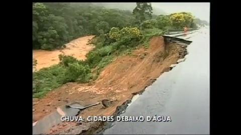 Temporal deixa cidades isoladas no Paraná - Rio de Janeiro - R7 ...