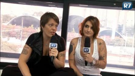 Lele e Clara pedem voto do internauta para prêmio de internet ...