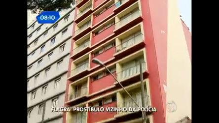 Casa de prostituição funciona a uma quadra de prédio da Polícia ...