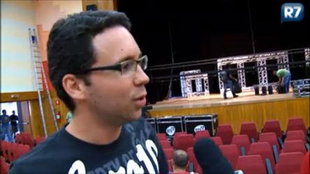 Exclusivo: Ídolos Online mostra os bastidores da montagem do teatro