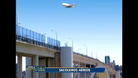 Sacoleiros trocam o ônibus por avião para fazer compras no Paraguai