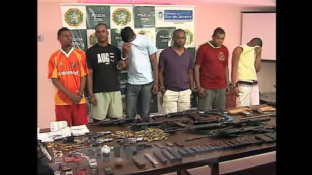 Milicianos são presos no morro do Fubá (RJ) - Rio de Janeiro - R7 ...
