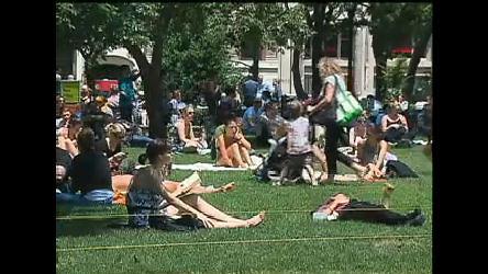 Nova-iorquinos aproveitam calor e sol do verão nos Estados Unidos ...