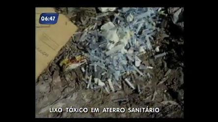 Lixo hospitalar é despejado ilegalmente em aterro na Baixada ...