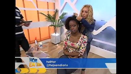 Veja dicas de como pentear e arrumar cabelos crespos e cacheados