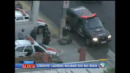 Ladrões assaltam banco em área nobre de São Paulo e levam ...