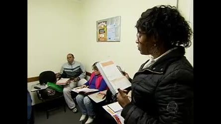 Classe C passa a investir em aulas de língua estrangeira - Record ...