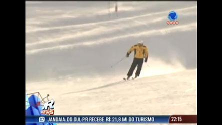 Brasileiros tentam a sorte em competição de esqui na Cordilheira ...