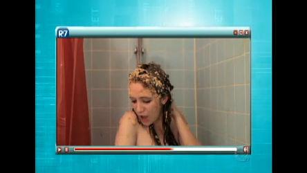 Menina dubla Britney Spears de forma estranha no chuveiro; assista ...