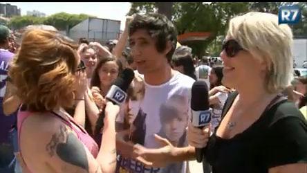 Lele e Clara conversam com fãs do cantor Justin Bieber ...