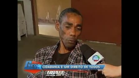 Homem de 48 anos tenta vencer burocracia para tirar certidão de ...