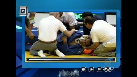 Judoca venezuelano sai do tatame de maca após pancada na nuca ...