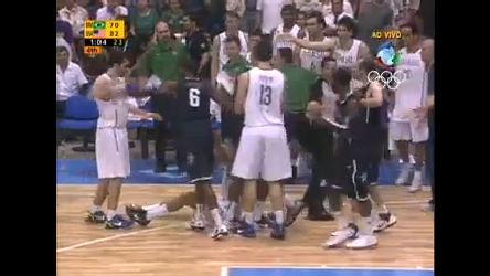 Brasileiros e americanos se desentendem em partida de basquete ...