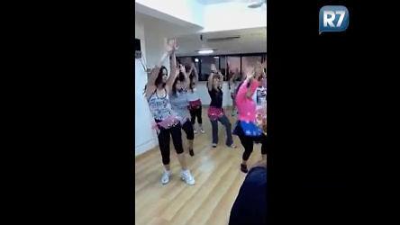 Mariana Leão mostra como é aula de bollyfit em academia carioca ...
