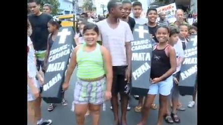 Moradores de Bonsucesso protestam contra obra da Transcarioca ...