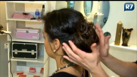 Aprenda a fazer um penteado simples e prático para as festas de ...