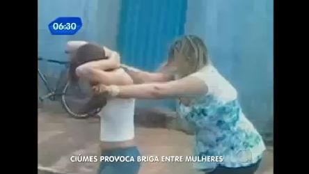 Vídeo mostra mulher brigando com suposta amante do marido no meio da rua -  RecordTV - R7 Balanço Geral 741d5c46b55eb