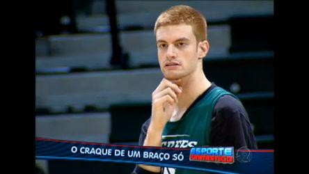 Conheça a história do craque de basquete que tem um braço só ...
