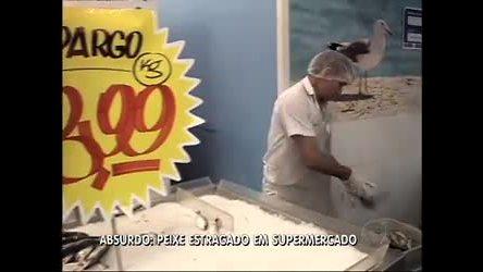 Vigilantes descartam 80 kg de alimentos em supermercado em ...