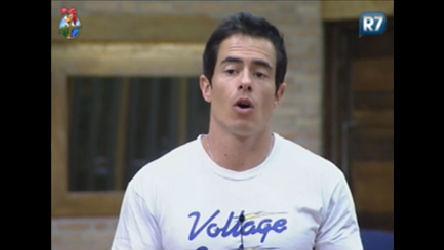 Felipe Folgosi explica regras de uso do lixo do banheiro para peoas ...
