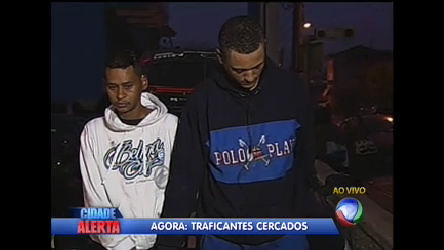 Polícia faz operação para prender traficantes em Carapicuíba (SP ...
