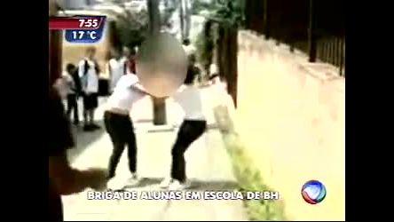 Flagrante de violência na porta de uma escola em BH - Minas ...