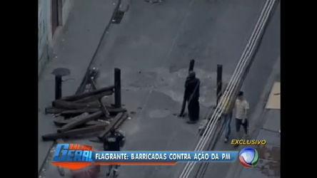 Flagrante: imagens mostram construção de barricada em Manguinhos