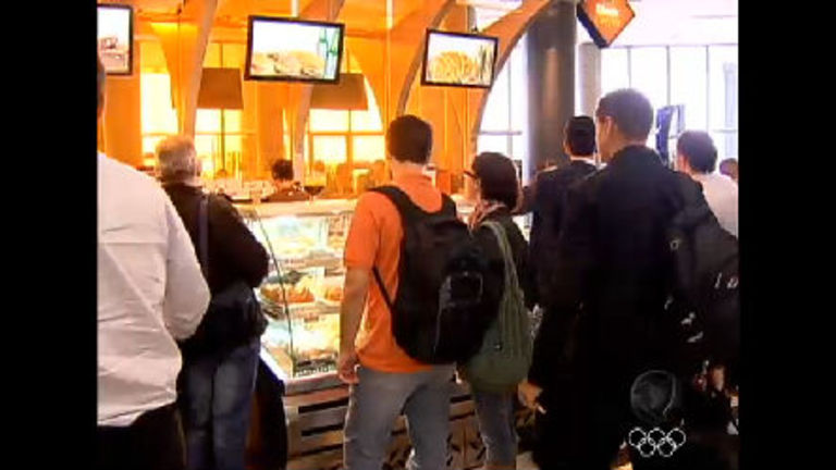 Aeroportos do Brasil vão ganhar lanchonetes populares para ...