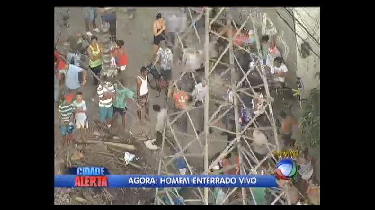 Homem é enterrado vivo na zona sul de São PauloCidade Alerta ...