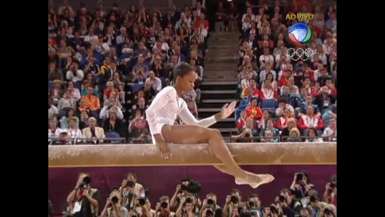 Ginasta americana cai na prova da trave da ginástica artística ...