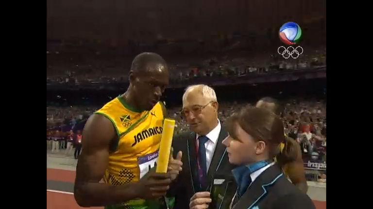 Torcida vaia árbitro por negar bastão a Usain Bolt e jamaicano ...