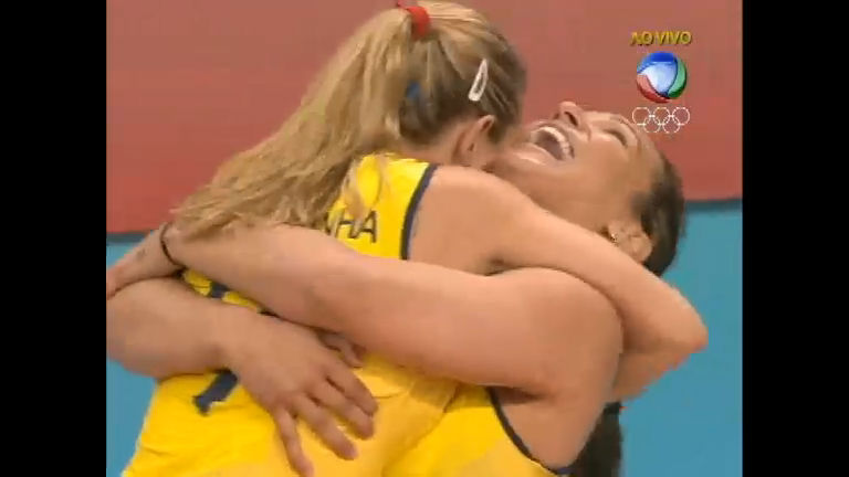 Assista na íntegra o jogo da vitória brasileira sobre os EUA no vôlei ...