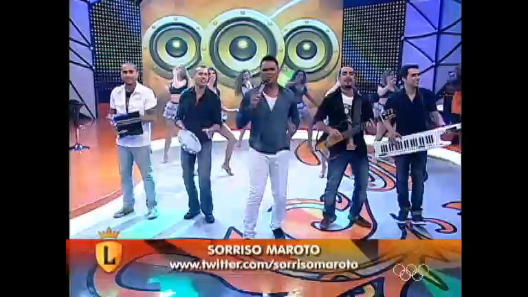 """Sorriso Maroto canta o sucesso """"Assim você mata o papai"""" no ..."""