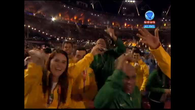 Atletas brasileiros fazem festa durante a Cerimônia de ...