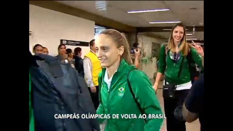 Meninas de ouro do vôlei desembarcam em São Paulo - Notícias ...