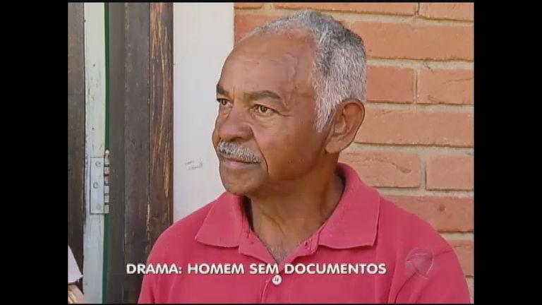 Homem que nunca teve documentos tenta recuperar certidão de ...